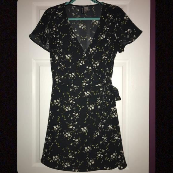 H&M Dresses & Skirts - H&M Divided Floral Print Wrap Dress